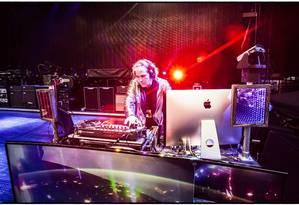 """Um mash up do """"Taxman"""" com a versão de Meire Pavão é destaque na discotecagem brasileira de Chris Holmes Foto: Divulgação/MJ KIM"""