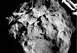 Imagem de uma das câmeras do módulo Philae mostra o local de pouso na superfície do cometa a uma distância de cerca de 3 quilômetros Foto: ESA