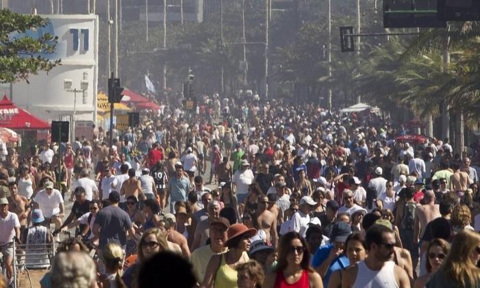 Pista da Delfim Moreira fica cheia em domingo de sol e calor Foto: Márcia Foletto / O Globo