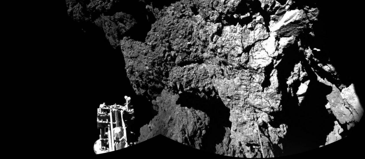 Uma foto divulgada pela Agência Espacial Europeia (ESA, na sigla em inglês) mostra imagem do robô Philae feita da sonda Rosetta Foto: - / ESA