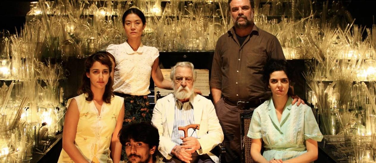 """""""Nada"""". Criada pelos Irmãos Guimarães, em 2012, a peça foi inspirada no """"Livro do nada"""" e associava Barros a Samuel Beckett Foto: Divulgação/Ismael Monticelli"""