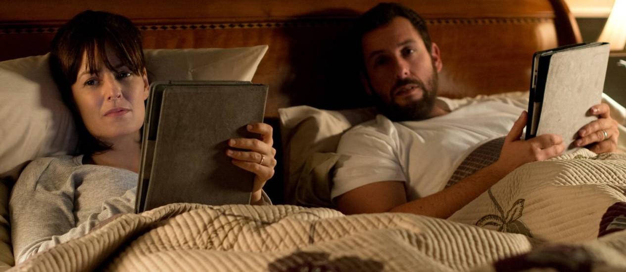 """Rosemarie DeWitt e Adam Sandler vivem um casal em crise no filme de Jason Reitman (de """"Juno"""" e """"Amor sem escalas"""" ): sessão na Barra Foto: Divulgação/Dale Robinette"""