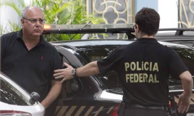 O ex-diretor de serviço da Petrobras, Renato Duque chega a sede da Polícia Federal no Rio Foto: Márcia Foletto / Agência O Globo