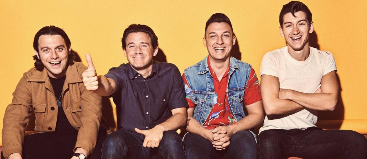 Nick O'Malley (à esquerda), com Jamie Cook, Matt Helders e Alex Turner: orgulho com a fidelidade do público que os segue desde 2006 Foto: Divulgação/Zackery Michael
