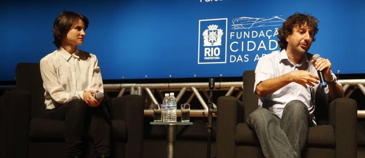 A atriz Bianca Comparato e o diretor Vicente Amorim falam sobre o filme 'Irmã Dulce' Foto: Felipe Hanower / Agência O Globo