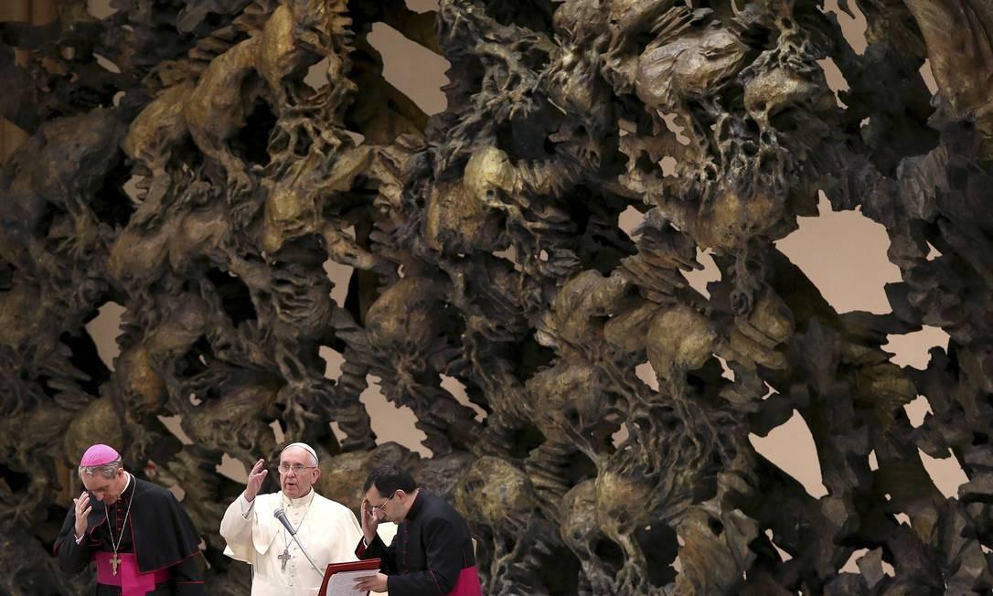 O Papa Francisco em discurso na Associação de Médicos Católicos da Itália, no Vaticano Foto: ALESSANDRO BIANCHI / REUTERS