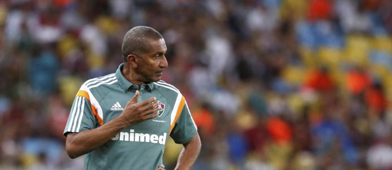 Técnico tricolor deve escalar a equipe para as próximas rodadas de acordo com o adversário Foto: Marcos Tristão / Agência O Globo