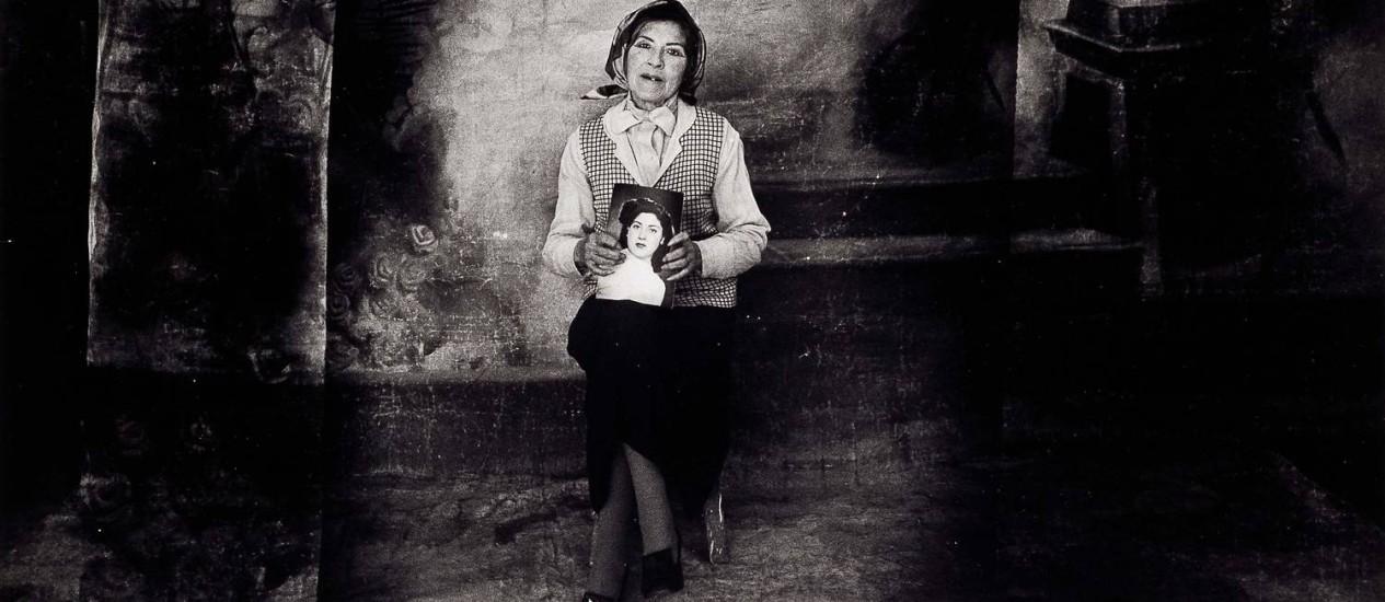 'Encontro de três tempos': a foto de 1999 do peruano Javier Silva Meinel também está na exposição do MAM Foto: Jaime Acioli