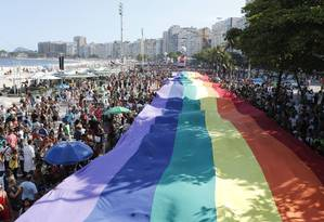 Pararada do Orgulho LGBT 2014, em Copacabana: 1 milhão de participantes Foto: Domingos Peixoto / Agência O Globo