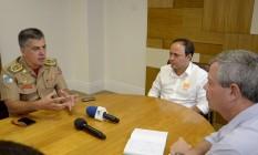Rodrigo Neves e Axel Grael se receberam a visita de Sergio Simões para finalizar convênio Foto: Bruno Eduardo Alves / Prefeitura de Niterói