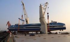 A barca Pão de Açucar saiu da China na madrugada deste domingo Foto: Divulgação