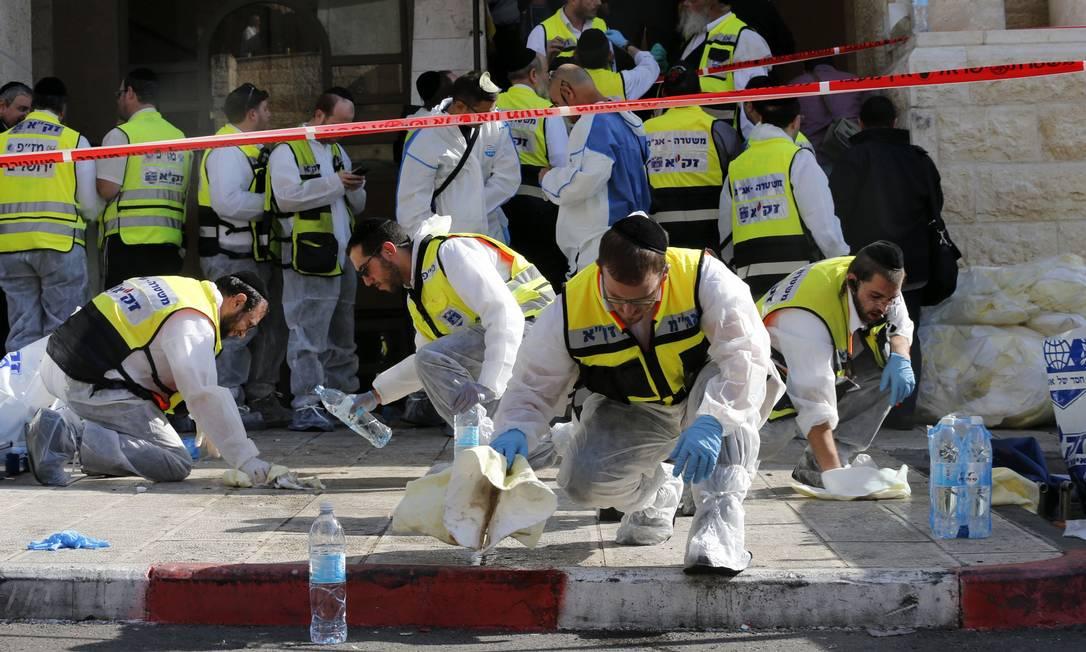 Dois palestinos armados com uma arma e machados invadiram uma sinagoga de Jerusalém e mataram quatro israelenses e deixaram oito feridos Foto: AMMAR AWAD / REUTERS