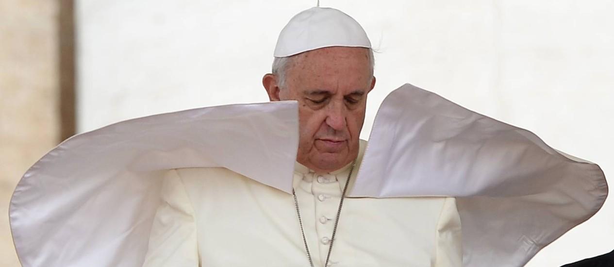 No mesmo discurso, Papa Francisco defende a heterossexualidade do casamento e confirma presença em evento que tem presença de famílias não tradicionais Foto: FILIPPO MONTEFORTE / AFP