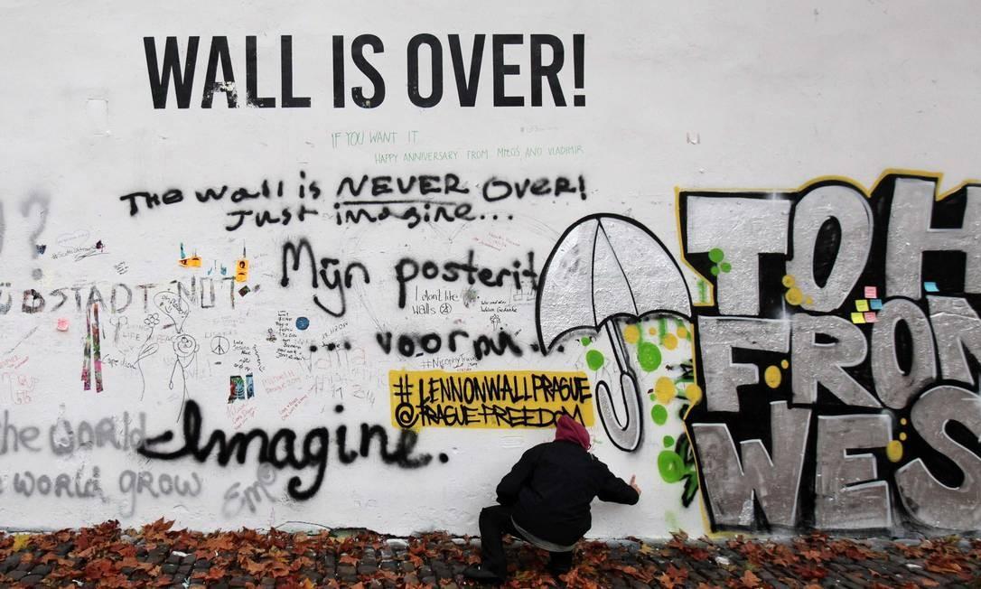 Muro de Lennon em Praga Foto: DAVID W CERNY / REUTERS