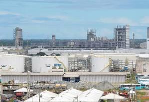 Relatório aponta irregularidades em obras da refinaria Abreu e Lima Foto: Hans Von Manteuffel / Agência O Globo