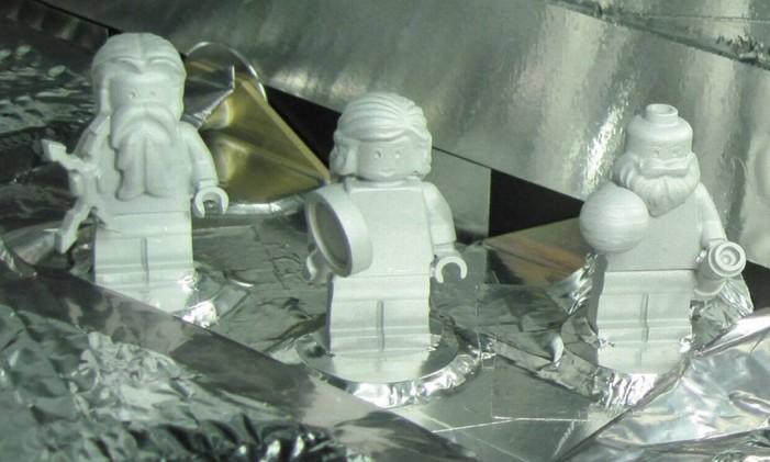 Miniaturas representam Galileu, Júpiter e sua mulher, Juno Foto: Nasa/JPL-Caltech/KSC