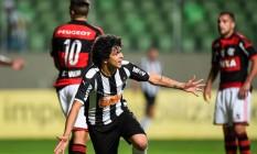 Filme repetido. Luan comemora seu primeiro gol na goleada sobre o Flamengo por 4 a 0, ontem, no Independência Foto: Igor Coelho/Agência i7