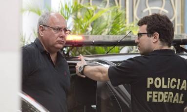 O ex-diretor de serviço da Petrobras, Renato Duque chega a sede da Polícia Federal no Rio, após ser preso Foto: Márcia Foletto / Arquivo O Globo 14/11/2014
