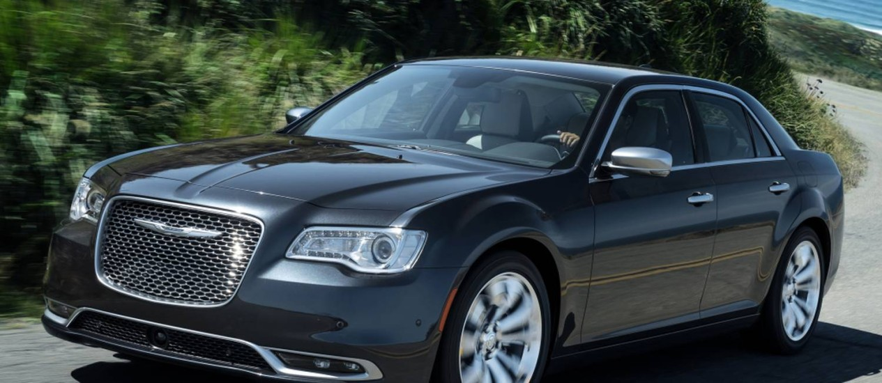 Chrysler 300C 2015 Foto: Divulgação