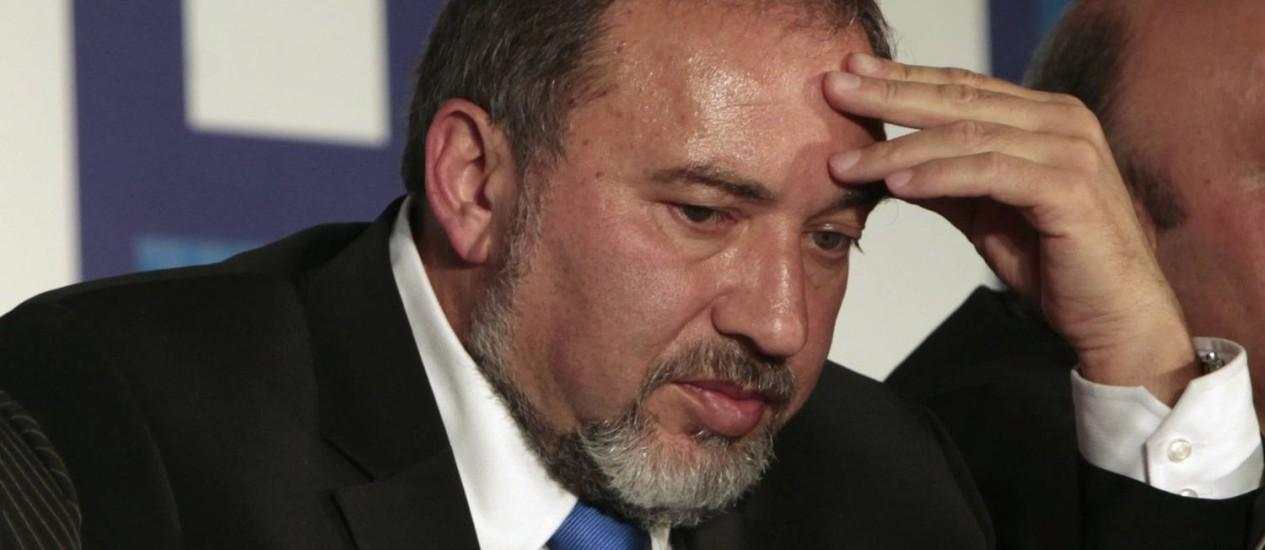 Avigdor Lieberman. Ministro israelense das Relações Exteriores estava na mira de célula do Hamas que pretendia usar um lança-foguetes contra seu carro Foto: BAZ RATNER / REUTERS