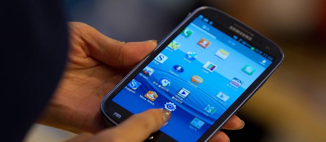 Aparelho com sistema Android: vulnerável à sofisticada ameaça virtual Foto: Agência O Globo