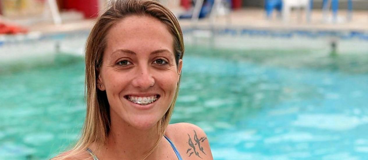 Em casa. Pamela Nogueira à vontade na piscina do Tijuca Tênis Clube, onde treina desde os 11 anos Foto: Angelo Antônio Duarte