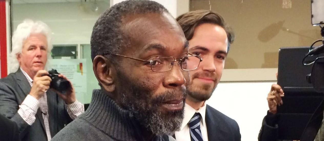 Ricky Jackson, 57, deixa o tribunal em Cleveland, Ohio. Americano foi liberado após passar 39 anos na cadeia Foto: Reuters