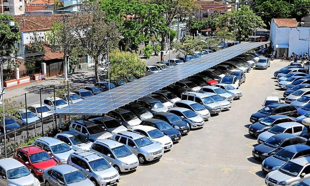 Maior estacionamento gerador de energia solar do país é construído em Niterói