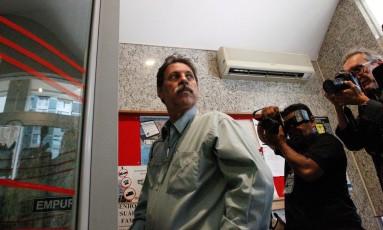 O ex-tesoureiro do PT, Delúbio Soares na chegada à Vara de Execuções de Penas e Medidas Alternativas (VEPEMA) em Brasília Foto: André Coelho / O Globo (30-9-2014)