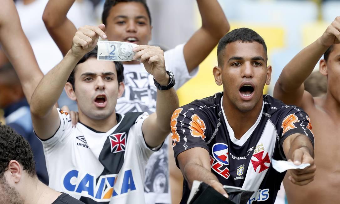 Torcedores do Vasco não esconderam o descontentamento no fim do jogo Foto: Ivo Gonzalez / Agência O Globo