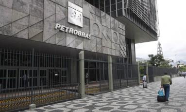 Processo que obriga a Petrobras a realizar licitações nos padrões do serviço público está arquivado Foto: Eduardo Naddar / Agência O Globo
