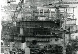 Obras da Usina Nuclear de Angra dos Reis ( Angra 2 ) durante o período militar Foto: Luis Pinto / 16-12-1982