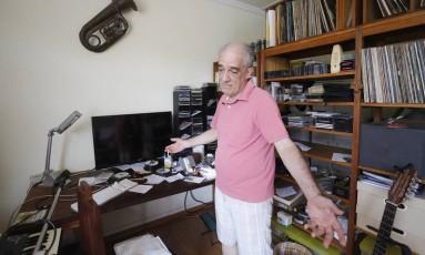 Jaime Alem perdeu quatro HDs, no qual está digitalizado o material produzido pelo músico em toda a sua carreira, iniciada aos 15 anos Foto: Pablo Jacob / Agência O Globo