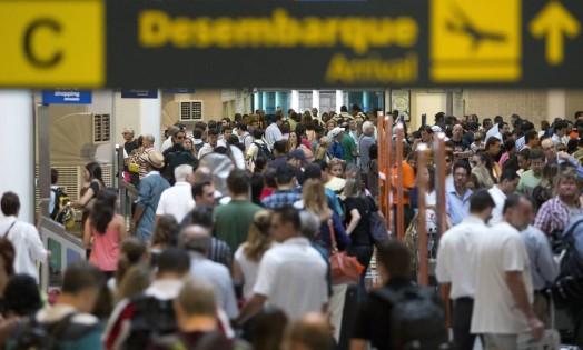 Névoa complica funcionamento do Aeroporto Santos Dumont Foto: Márcia Foletto / Agência O Globo