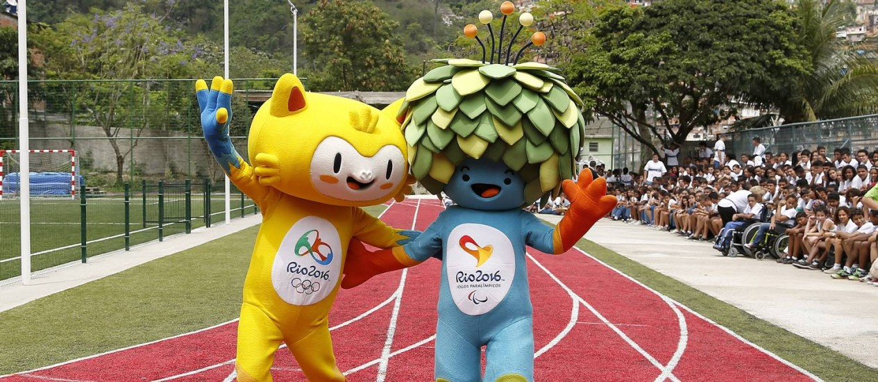 Os mascotes dos Jogos Olímpicos e Paralímpicos da Rio-2016 Foto: Ivo Gonzalez/Agência O Globo