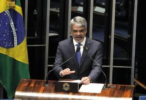 O senador Humberto Costa, líder do PT, em plenário durante sessão. Foto: Givaldo Barbosa / Agência O Globo