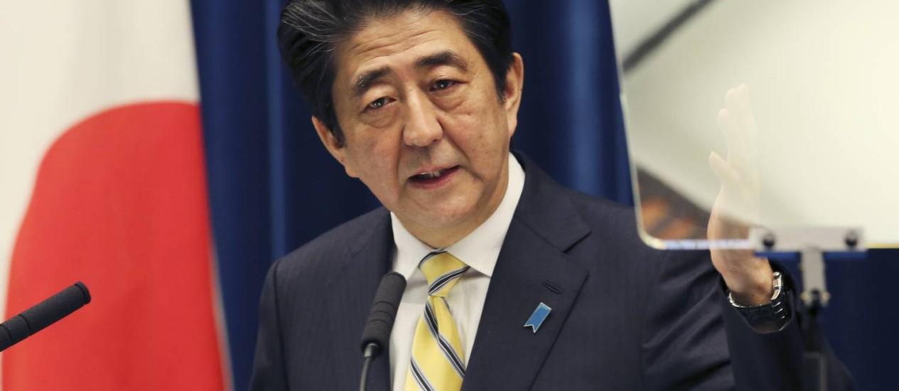 Shinzo Abe durante coletiva em Tóquio Foto: AP/21-11-2014