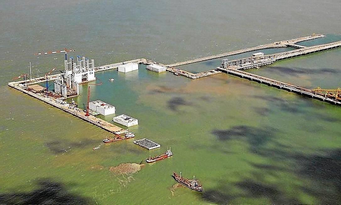 Mar adentro. O Porto do Açu, em construção em São João da Barra: alvo de queixas dos rivais Foto: Divulgação/Prumo