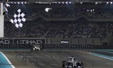 Hamilton vence o GP de Abu Dhabi, que teve pontuação dobrada, e confirma a conquista da F-1 em 2014 Foto: HAMAD I MOHAMMED / REUTERS