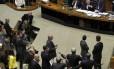 O clima esquentou depois que o presidente do Senado, Renan Calheiros, abriu a sessão para votação da mudança da meta fiscal de 2014.