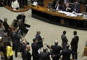 O clima esquentou depois que o presidente do Senado, Renan Calheiros, abriu a sessão para votação da mudança da meta fiscal de 2014. Foto: Givaldo Barbosa / Agência O Globo