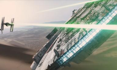 Millennium Falcon no trailer de 'Star Wars - Episódio VII' Foto: Reprodução