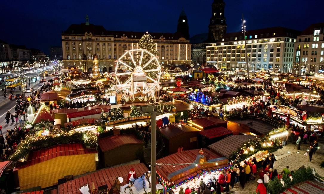 """O """"Striezelmarkt"""", mercado de Natal de Dresden, é o mais antigo da Alemanha, e chega a sua 580ª edição em 2014 Foto: ARNO BURGI / AFP"""