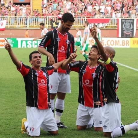 Jogadores do Joinville comemoram um dos gols na campanha vitoriosa na Série B Foto: Divulgação / Joinville