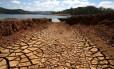 Terra seca: estiagem na represa do Rio Atibainha, na cidade de Nazaré Paulista, no interior de São Paulo