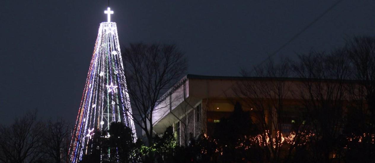 Torre com formato de árvore de Natal já foi motivo de tensões entre as Coreias Foto: Lee Jin-man / AP