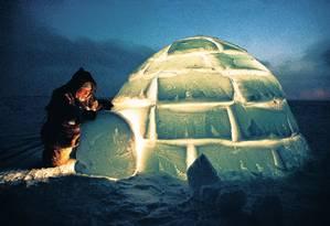 Gelo? Tem, mas está acabando. Um inuíte num iglu: mudança de hábitos Foto: Photoreserachers/25-3-2010
