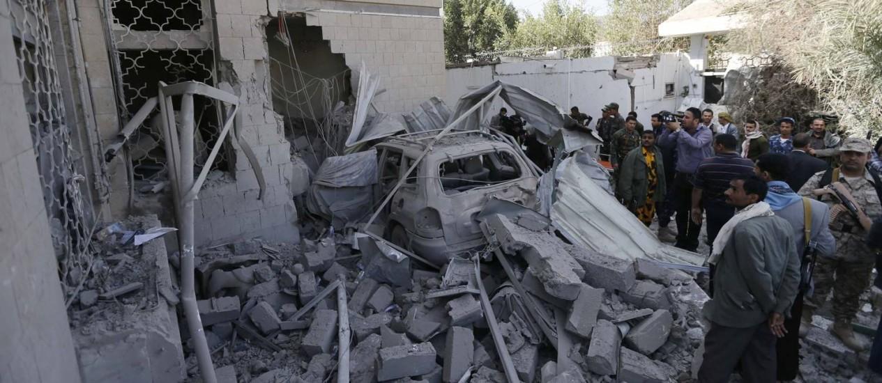 Suicida dirigiu carro cheio de explosivos até a casa do embaixador do Irã Foto: Khaled Abdullah / REUTERS