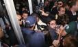 Manifestantes foram impedidos de entrar no Congresso Nacional para acompanhar a votação que pode alterar a meta fiscal do governo
