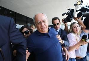 O ex-diretor de Engenharia e Serviços da Petrobras Renato Duque, deixa a sede da Policia Federal, em Curitiba. Foto de 03/12/2014 Foto: Geraldo Bubniak / AGB